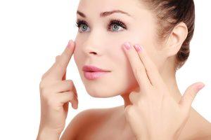 8 bài massage da mặt thần thánh giúp xóa nhăn vùng da mắt