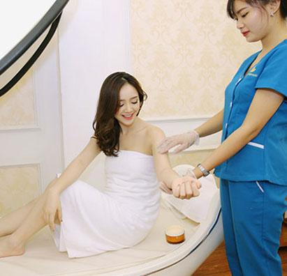 Hình ảnh khách hàng sử dụng dịch vụ triệt lông Thẩm mỹ viện Quốc tế Nevada